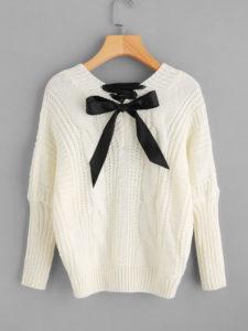 Pull tricoté avec noeud